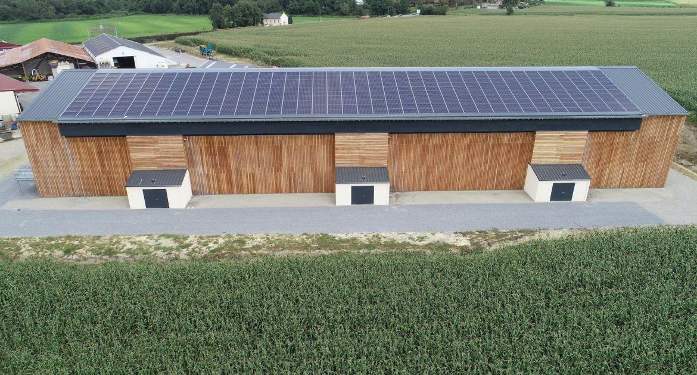 Les panneaux thermovoltaïques Cogen'Air sèchent le foin en grange