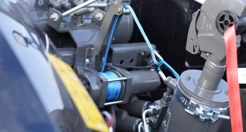 Le treuil électrique est piloté par deux interrupteurs. © Hydrokit
