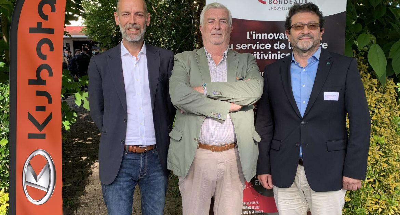 De gauche à droite : Gilles Brianceau, Directeur du pôle Inno'vin ; Dominique Trioné, Président du pôle Inno'vin ; et Hervé Gérard-Biard, VP Business Development Kubota Holding Europe.