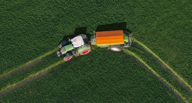 L'angle de braquage de l'essieu atteint 28°. © Amazone