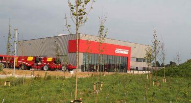 Dans le bâtiment de 2.900 m² a été intégré un hall d'exposition de 300 m².