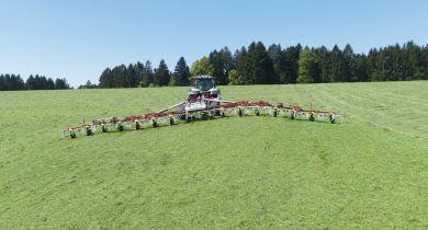 16 rotors pour 17m de travail sur la nouvelle Hit 16.18 T