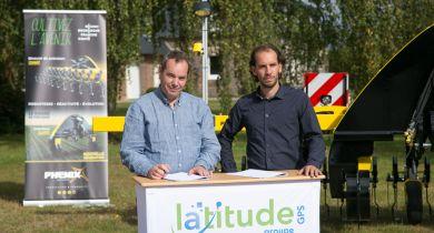 Emmanuel Vauquelin, Président de Latitude GPS (à gauche) et Mathias Bounon, PDG de BC Technique (à droite), ont signé un partenariat pour la distribution de Phenix Agrosystem.