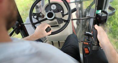 MX a collaboré avec des conducteurs pour développer un système de pilotage très intuitif .
