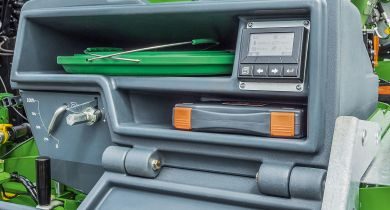 Pour le réglage et l'étalonnage, le SmartCenter est positionné sur le côté gauche de l'appareil