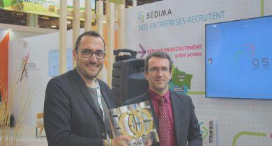 Le président du Sedima, Pierre Prim (à droite), a remis le Sedimaster à Roland Lenain. © GL / Pixel Image