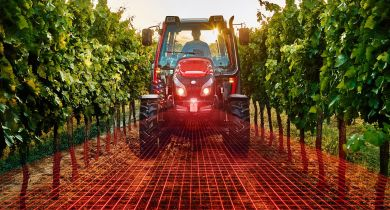 Le laser frontal positionne le tracteur à droite, à gauche ou au centre de la rangée. © Lindner