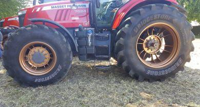 Le VX Tractor n'a pas peur de la route.